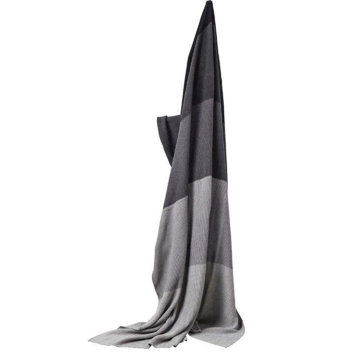 Baumwolldecke mit grauen Streifen