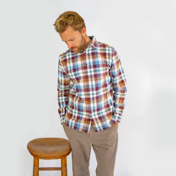 Dickes und weiches Herrenhemd im Karomuster
