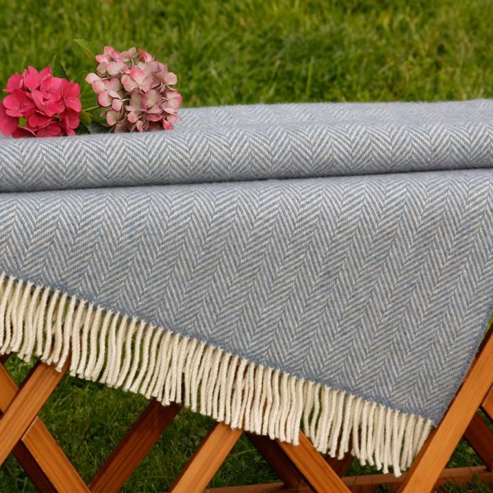 Blau-graue Wolldecke, sehr weich