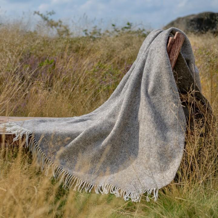Wolldecke aus ungefärbter Wolle_mittelbraun